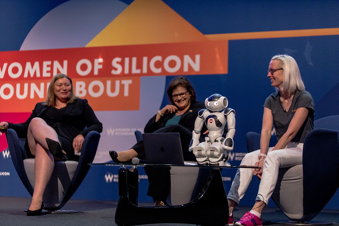Small-robot-women-of-silicon-roundabout-18